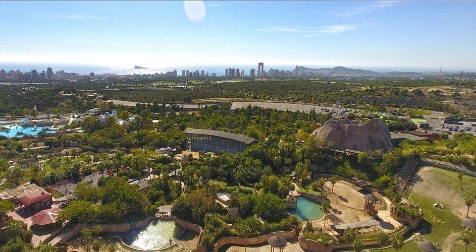 Воздушные виды курорта magic natura animal, waterpark resort бенидорме