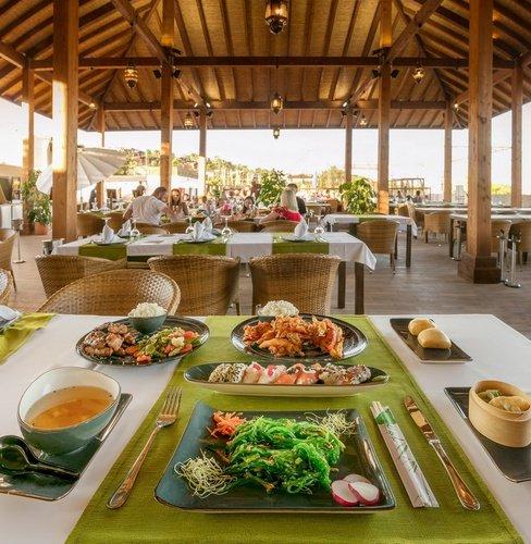 Ресторан Magic Natura Animal, Waterpark & Polynesian Resort Бенидорме
